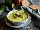 Рецепта Крем супа от тиквички, картофи, моркови, копър, чесън, прясно мляко и крутони